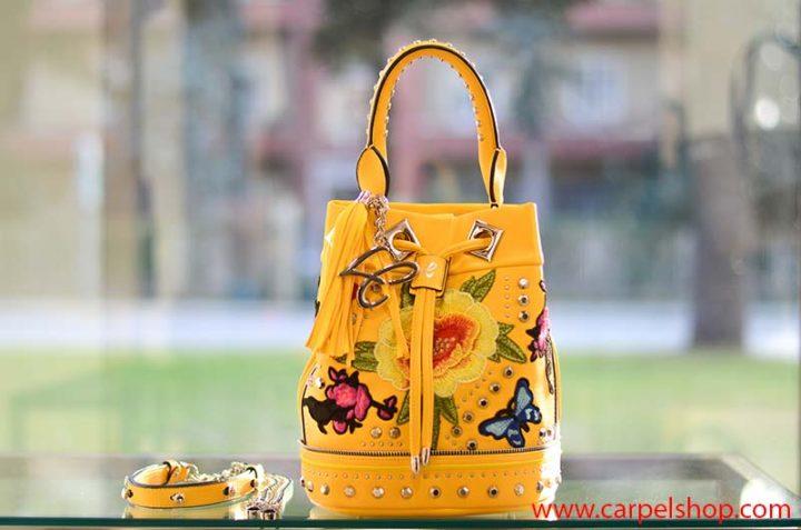La Carrie Bag Ricami fiori e farfalle