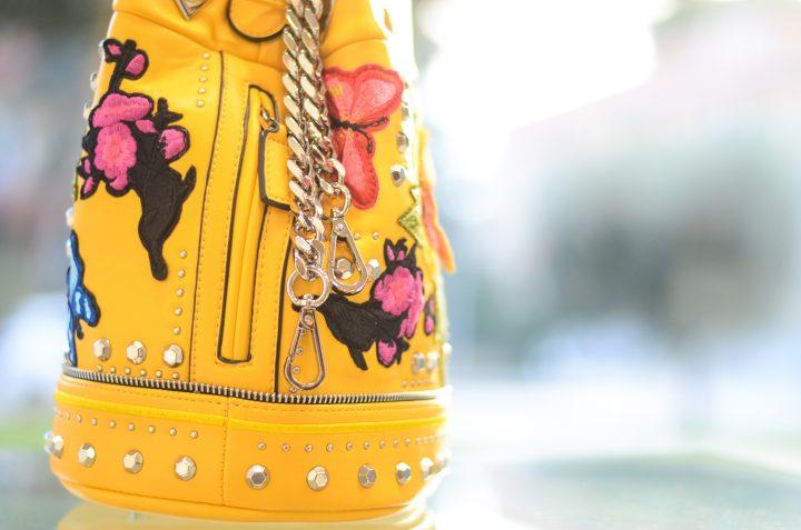 La Carrie Bag Ricami fiori e farfalle tracolla